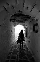 (cherco) Tags: woman alone architecture arquitectura aloner arch arco greece naxos lonely light luz lines loner lineas solitario solitary silhouette silueta shadow sombra street composition canon composicion city ciudad chica canoneos5diii mujer