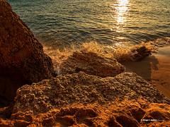 Huellas (moligardf) Tags: rocas acantilados océano atlántico reflejos pisadas