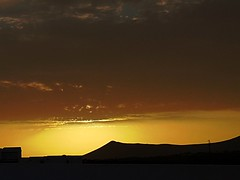 gold (anbri22) Tags: gold lanzarote sunset clouds hiddensun oro mountains canaryislands canarie lz
