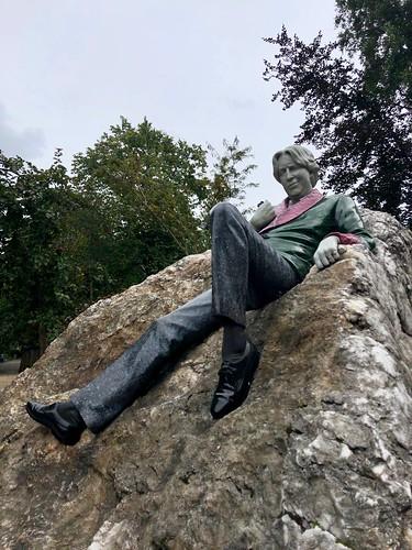 Oscar Wilde sculpture