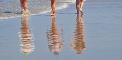 Dia perfeito! (Ruby Augusto) Tags: praia beach reflection reflexo litoralnortepaulista turistas tourists wave onda