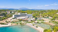 Luftbild vom Resort AKS Hinitsa Bay in Porto Heli, Griechenland
