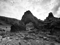 F9095064 1x1x3 silver E-M5ii 7mm iso200 f5.6 1_800s 0 (Mel Stephens) Tags: 20190909 201909 2019 q3 4x3 wide olympus mzuiko mft microfourthirds m43 714mm pro omd em5ii ii mirrorless gps grayscale silver efex bw black white stitched ptgui tarlair macduff uk scotland aberdeenshire coast coastal rock rocks arch geology