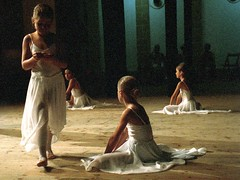 Danza (Carlos P R) Tags: danza escenas gente interiores librohasta niños nomodificado