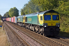 Freightliner - 66414 (Signal Box - Railway photography) Tags: outdoor railway railroad uk mainline freight train freightliner class66 66414 whitchurch hampshire station diesel locomotive railfreight