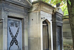 Pierre Lachaise Cemetery. Paris (dw*c) Tags: cemetery cemeteries graves grave tomb tombs tombstones tomstone paris paree france europe travel trip nikon picmonkey