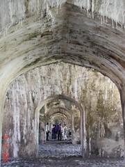 Ecos escurridizos, del Medio Oriente y familiares (gabriel-argenis) Tags: gente arco arquitectura veracruz