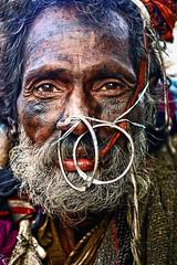 Sur les ghats à Varanasi (Ma Poupoule) Tags: varanasi bénarés bénarès inde porträt india portrait ritratti ritratto retrato rue visage face yeux asie asia