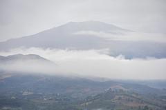 Amanecer lluvioso (José M. Arboleda) Tags: amanecer salidadelsol invierno lluvia montaña volcán nube cielo bruma puracé popayán colombia canon eosrp rf24240mmf463isusm josémarboledac