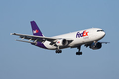 FedEx Express Airbus A300F4-600 N683FE (jbp274) Tags: sna ksna airport airplanes johnwayneairport cargo fedex federalexpress fedexexpress airbus a300
