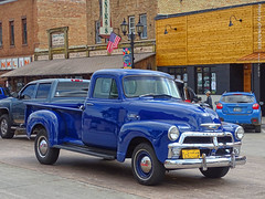 Old Chevy Truck in Park Rapids, 15 July 2019 (photography.by.ROEVER) Tags: minnesota 2019 july july2019 vacation roadtrip 2019vacation 2019roadtrip minnesota2019roadtrip minnesota2019vacation hubbardcounty parkrapids mainave mainavenue oldtruck bluetruck oldbluetruck oldchevytruck oldbluechevytruck usa