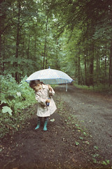 Rainy sunday afternoon walk. (35mm) | Exp. 12/2006 Minit Colors 200. (samuel.musungayi) Tags: film 35mm 135 24x36 argentique analog pellicule pelicula negativo negative négatif negatif scan grain expired minit colors 200 nikon af600 lite touch litetouch panorama af 28mm photography photographie fotografia samuel musungayi life light mood diary people color colour couleur candid samuelmusungayi