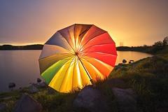 Frenando La Luz 🌞 (pascual 53) Tags: xabi eos1dmarkiii laguna navarra tormenta paraguas lluvia 1635mm canon largaexpo colores contraluz