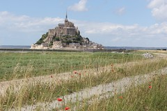 2014 06 10 0952 Mont St Michel (IoW_Sparky) Tags: france normandie montstmichel mont normandy canon eos 550 coquelicots ciel nuages herbes abbaye île poppies sky clouds grass abbey island