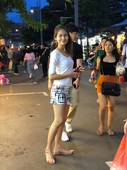 portrait (ChalidaTour) Tags: thailand thai asia asian girl femme fils chica nina teen sweet cute sexy slender slim petite street night legs feet sandal market portrait