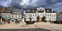 Geschichte der Tränen (r.wacknitz) Tags: goslar marktplatz kaiserring modernart barbarakruger niedersachsen harzmountains architektur plakat werbung kunstprojekt nikon colorefexpro4