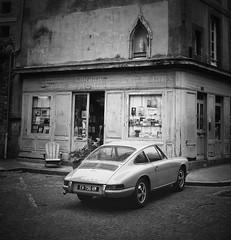 The Porsche 912 and the Bookstore II (b&w) (VeitHausmann) Tags: france 912 911 porsche saintmalo schwarzweis street blackandwhite bw fuji bretagne crop gfx 50r city brittany coupe geschäft bücherei parking rest pause fujifilm