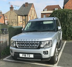 Poor parking ! (AndrewHA's) Tags: hertfordshire bishopsstortford car land rover discovery silver fib72 grey poor parking