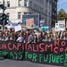 Schülerbewegung für den Klimaschutz führt den Fridays for Future Demonstrationszug in Köln an