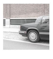Grisaille - Grey - LXVI (32ASA) Tags: street city trip travel light urban bw white black 6x6 zeiss square landscape grey gris mono europe colours couleurs sony social minimal manmade format highkey desaturated alpha ville carré batis a7r3 7riii belgium bruxelles brussels car usa