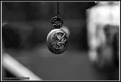 VIVIMOS EL PRESENTE. WE LIVE IN THE PRESENT. NEW YORK CITY. (ALBERTO CERVANTES PHOTOGRAPHY) Tags: pocketwatch clock pocket watch monochrome blackwhite blanconegro closeup macro bokeh retrato portrait indoor outdoor blur luz light color colores brillo bright brightcolors colorlight antiqueclock antique streetphotography photography photoborder photoart art creative time hours hour present future bw superbw
