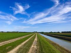 iph8203 (gzammarchi) Tags: italia paesaggio natura campagna ravenna borgomontone strada sterrato fiume canale nuvola