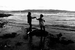 Hold my hand (Leica M6) (stefankamert) Tags: film analog grain fomapan leica leicam6 m6 voigtländer voigtlander ultron rangefinder lakeconstance bodensee landscape people noir noiretblanc blackandwhite blackwhite holdmyhand water waves stefankamert bw 0619 wasserburg