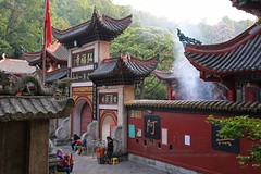 Guiyang, Hongfu temple, gate (blauepics) Tags: china guizhou province guiyang city stadt town houses häuser buildings gebäude architecture architektur old alte mountain berg historical historisch hongfu temple tempel religion buddhism buddhismus entry eingang door tür tor gate mount qianling
