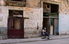 Cuba- La Habana (venturidonatella) Tags: cuba caraibi caribbean avana habana lahabana lavana street strada colori colors nikon nikond500 d500 streetscene streetlife streetportrait streetphotography persone people gente gentes uomo uomini man men