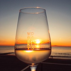 Enjoy life (Jos Mecklenfeld) Tags: niederlande netherlands noordholland callantsoog noordzee nordsee northsea zee meer sea zonsondergang sonnenuntergang sunset