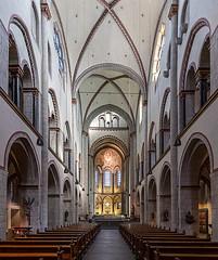 Quirinus-Münster in Neuss (ulrichcziollek) Tags: nordrheinwestfalen neuss quirinus gotik gotisch gewölbe romanik romanisch kirche kirchenschiff