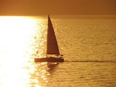 'Just in time...' (Çeşme, Turkey) (Steve Hobson) Tags: çeşme turkey chios hios greece sunset golden sailing boat