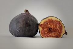 Frutaria/Figs (Céline@LaRochelle) Tags: smile onsaturday fruit smileonsaturday frutaria colours onwhite