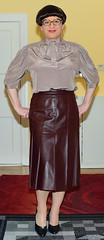 Birgit029429 (Birgit Bach) Tags: suit kostüm leather leder pleatedskirt faltenrock bowblouse schleifenbluse