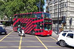 IMGP3685 (Steve Guess) Tags: parklane london england gb uk bus advert aoa dior abellio adl alexander dennis enviro 400 sn59awa 9513