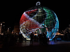 20181205_183558 (rugby#9) Tags: fuengirola spain costadelsol andalucia christmaslights christmasbauble large giant round christmasdecoration decoration bauble