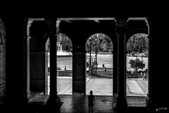 Plaza de España - Seville (vedebe) Tags: ville city rue street urbain urban seville humain human noiretblanc netb nb bw monochrome people architecture espagne