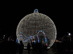 20181205_183929 (rugby#9) Tags: fuengirola spain costadelsol andalucia christmaslights christmasbauble large giant round christmasdecoration decoration bauble