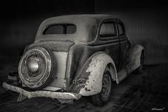 Restauración (alfonso-tm) Tags: coche antigüedad bw fujifilmxt3 ruedas