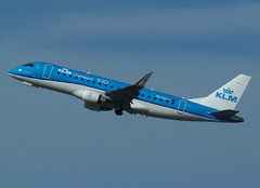 PH-EXJ climbing away from RWY 27 (Ibirdball) Tags: klm klmciyhopper embraer e175 phexj norwich egsh nwi