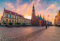 Early in the morning in the old town square (Vagelis Pikoulas) Tags: wroclaw poland europe morning travel canon 6d tokina 1628mm city cityscape landscape urban architecture sky skyscape sun sunrise 2018 may spring holidays