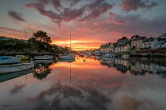 Doëlan (Soregral) Tags: bretagne brittany mer ocean port harbour sunrise lever du jour couleur rouge soleil sun bateau maison boat house reflet reflection cale