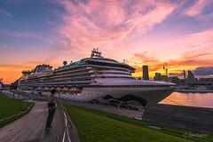 Sunset time at Osanbashi pier, Yokohama, Japan (aotaro) Tags: a7iii cruiseship fe1635z yokohama sunset fe1635mmf4zaoss pier ilce7m3 landmarktower minatomirai sony ship diamondprincess osanbashipier japan