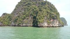 Outflow (Sylar8travel) Tags: travel travelphotography thailand islands island paradise beatifulplaces beatiful sea andamansea rock rocks mountain mountains water