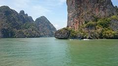 Lovely place (Sylar8travel) Tags: travel travelphotography thailand islands island paradise beatifulplaces beatiful sea andamansea rocks rock mountain mountains boat