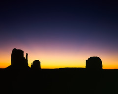 The Sunrise (JaZ99wro) Tags: l042a usa 4x5 utah chamonix045hs1 e6 velvia50 tetenal3bathkit lf epsonv750 film monumentvalley largeformat analog exif4film