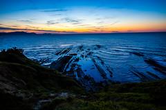 Baskenland0192Sopela (schulzharri) Tags: baskenland basque spanien spain espana bilbao reise travel strand beach meer ocean atlantik sonnenuntergang felsen rock water himmel wasser sky