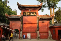 Guiyang, Hongfu temple, gate (blauepics) Tags: china guizhou province guiyang city stadt town houses häuser buildings gebäude architecture architektur old alte mountain berg historical historisch hongfu temple tempel religion buddhism buddhismus entry eingang door tür tor gate mount qianling red rot