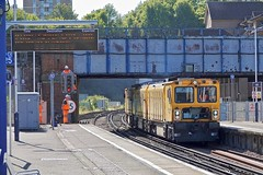 Network Rail (Deepgreen2009) Tags: yellow networkrail maintenance staff signal engineers guildford station railway transport traction