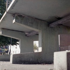 support (4foot2) Tags: support brighton streetphoto streetshot street streetphotography concretesupport concrete pingpongtable pingpong legs lookingup analogue film filmphotography 120film mediumformat colourfilm oldfilm outofdatefilm expiredfilm experimental agphotolab rolleiflex rolleiflex35c rollei lomo800 lomography800colornegative 2019 fourfoottwo 4foot2 4foot2flickr 4foot2photostream